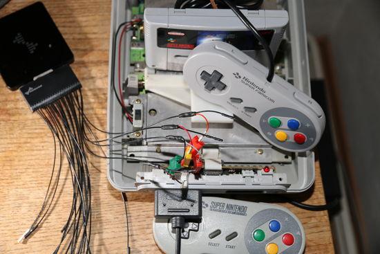 Nintendo SNES a ovladač Super Famicom