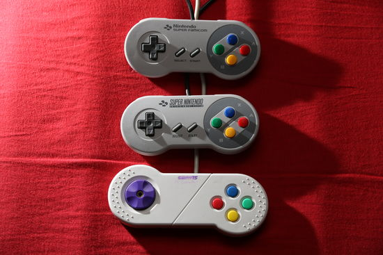 ovladače SuperFamicom, SNES/PAL a Gravis PC GamePad