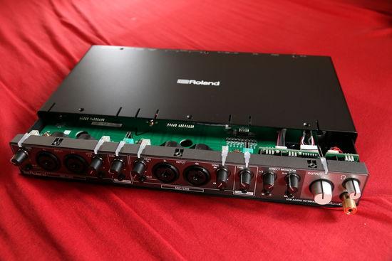 Roland Rubix 44 – externí zvuková karta do USB s čipy TI - Burr-Brown - PCM1690 (DAC) a PCM4204 (ADC)